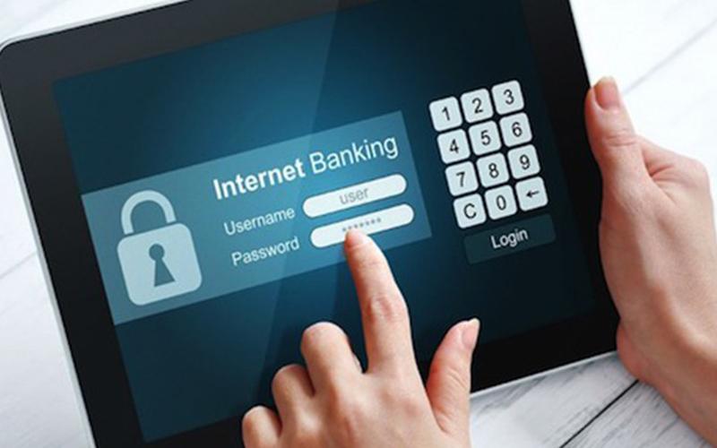 Ngân hàng đẩy mạnh khuyến mãi hút khách hàng giao dịch online